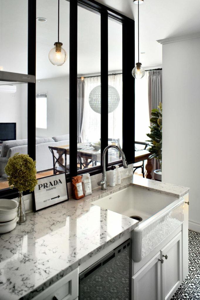 パリのアパルトマンスタイルのガレージハウスのキッチン